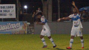Gonzalo Sosa le dio el triunfo al Lobo uruguayense al conseguir su gol en la primera parte del cotejo.