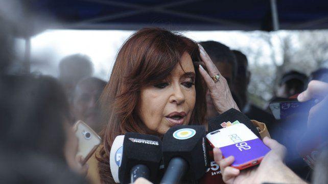 AMIA: ordenan entrecruzar llamados entre Cristina y sus funcionarios
