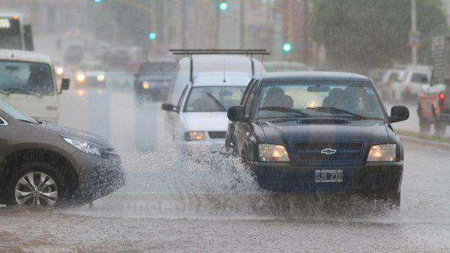 Piden circular con precaución en accesos y rutas por la intensa lluvia