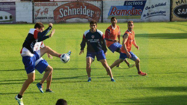 Reynoso formaría dupla central junto a Manchot en la visita del Decano a Argentinos Juniors .