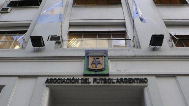 Llega delegación de FIFA y Conmebol para escribir el futuro del fútbol argentino