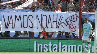 La barra de River colgó una bandera en solidaridad con el hijo deLuisana Lopilato.