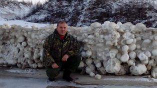 Bolas de nieve gigantes aparecieron en una playa rusa