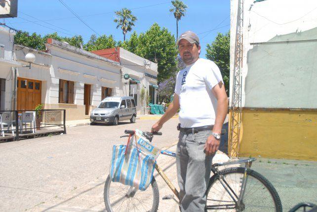 Sebastián Nievas, el hombre que pedalea las lomadas de Victoria