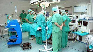 Una mujer tuvo una flatulencia en una cirugía e incendió el quirófano