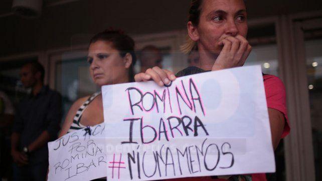 Reclamo. En Paraná cientos de mujeres se movilizaron ayer al edificio de Tribunales.