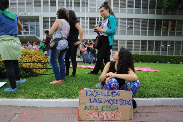 Las mujeres vuelven a marchar hoy a las 19 a tribunales. Foto UNO Diego Arias.