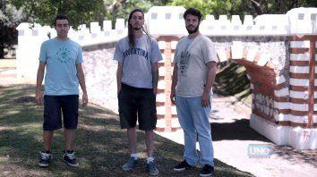 Simón, Flaco ySergio integrantes de la cooperativa cultural que organiza el #E4T. Foto UNO Juan Ignacio Pereira.