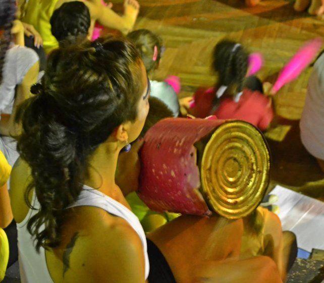 La profesora Gisela Reyna tocando su instrumento que hizo sonar de maravillas. Fotos gentileza Yanina Morini.