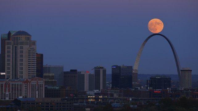 Superluna en Argentina: ¿a qué hora se verá la luna llena gigante?