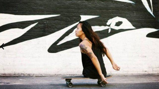 Inspira la modelo y surfista que no tiene piernas