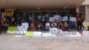 Protestaron nuevamente en Paraná contra los femicidios