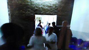 Una foto del hospital cuando la policía trasladó el cuerpo de Ana. Foto Iván Drodríguez.