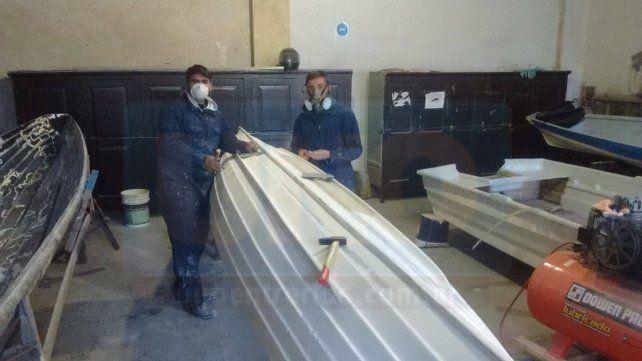 Proceso. Alumnos trabajaron en bote que entregaron a Rowing.
