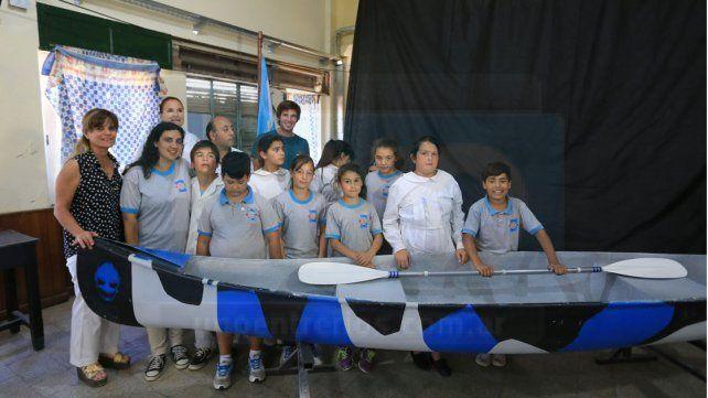 Donaron embarcaciones hechas por alumnos de escuela del Puerto