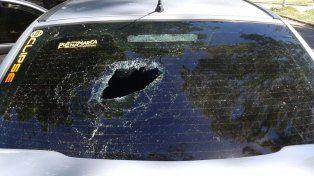Daños. Dos veces las vecinas le rompieron el auto a un joven.