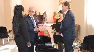 Bordet y Esteves mantuvieron una reunión con el vicepresidente del Banco de Desarrollo de América Latina Luis Enrique Berrizbeitia. Foto prensa Gobernación.