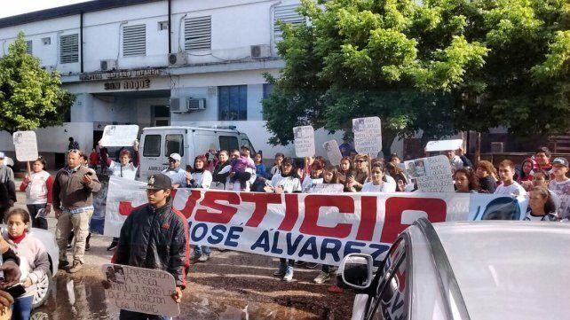Polémica con el oftalmólogo Lódolo y las tareas comunitarias gratuitas que realiza