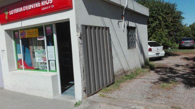 La tómbola en donde dieron el golpe los ladrones del ventiluz. Foto PER.
