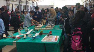 Iniciativa. Los estudiantes compartieron sus experiencias con la gente que visitó la escuela.