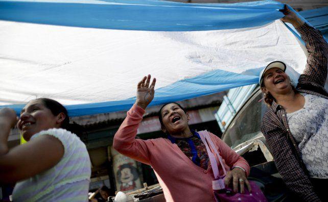 Dirigentes de la CGT y de los movimientos sociales le pidieron al Gobierno que no vete la ley de Emergencia Social