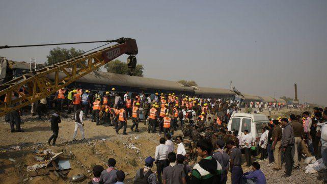 Más de cien muertos por el descarrilamiento de un tren en la India