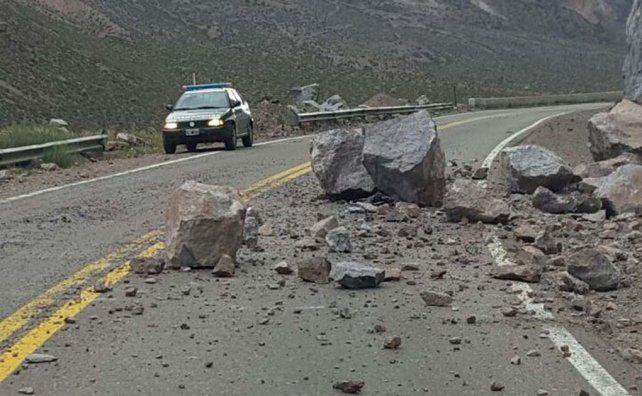 El sismo provocó desmoronamiento de rocas en la cordillera de los Andes.