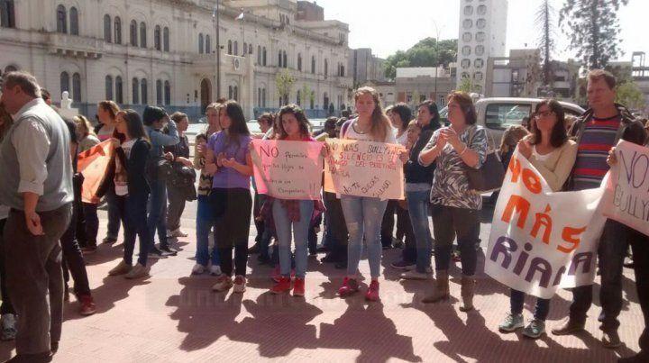 CGE se comprometió a investigar supuesto bullying a la chica de Paso de la Arena