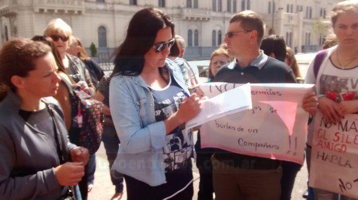 Juntan firmas para acompañar una nota en la que piden al CGE que investigue el accionar de la institución educativa