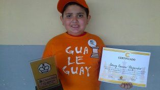 Alejandro representa con orgullo a Gualeguay.