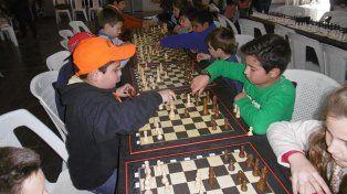 El ajedrez es fundamental en el desarrollo intelectual de los niños.