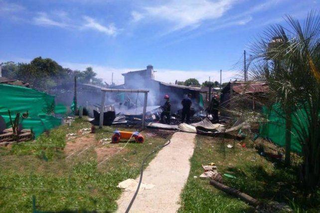 Un niño jugaba con un encendedor y provocó el incendio total de su casa