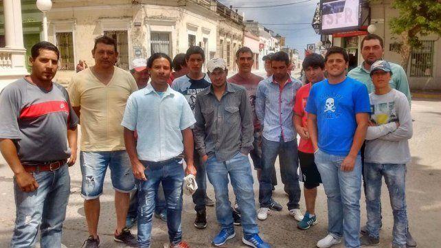 Pescadores cortaron el tránsito en el puente Victoria- Rosario en reclamo de subsidios