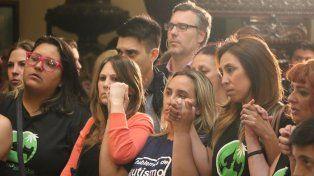 Esperanza. Miles de padres y pacientes esperaron en el recinto la aprobación de la ley.
