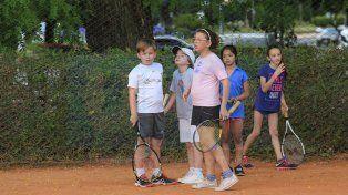 El costo. Los precios de las raquetas subieron al ritmo de la inflación y la cuota de tenis suma en las economías familiares.