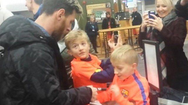 La reacción de un niño al ver de cerca a Lionel Messi