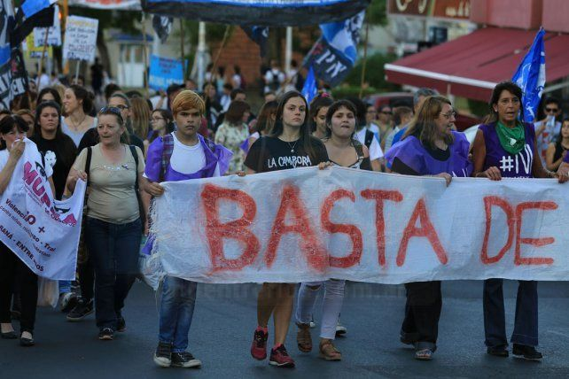 Numerosas organizaciones marcharon contra la violencia machista
