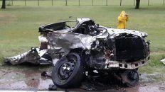 choque frontal en el ingreso a crespo: una camioneta partio a un auto