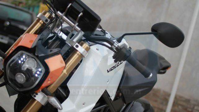 La moto eléctrica de Paraná que hace ruido en el exterior
