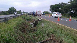 Dos jóvenes fueron hospitalizados luego de que un auto chocara en la ruta nacional 12