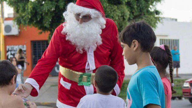 Con regalos. El 24 de diciembre Papá Noel recorrerá San Agustín.
