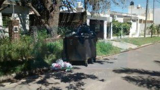 El barrio Santa Lucía está tapado de basura