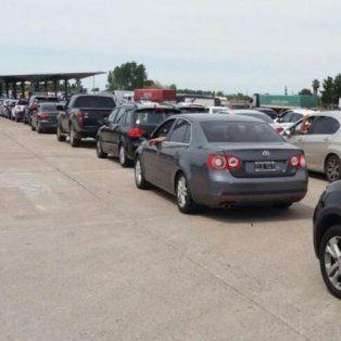 Estampida. Cruzaron el puente de Gualeguaychú hacia Uruguay más de 17.000 personas.