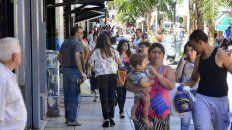 Cautos. Los paranaenses llenan la Peatonal en búsqueda de bajos precios; ayer estuvo lleno.
