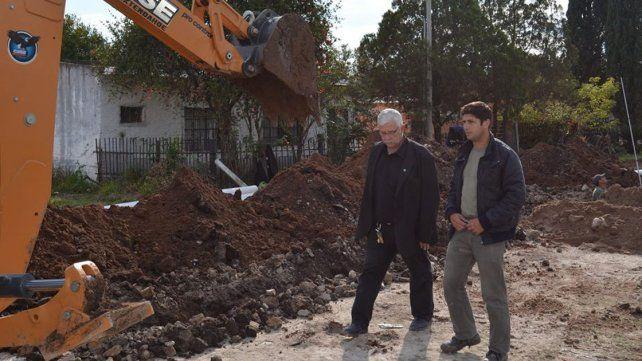 Asfaltado y mejoras. Dellizzotti afirmó que se hacen obras con recursos propios del municipio.