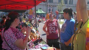Feria inclusiva. Evento organizado frente a Casa de Gobierno.