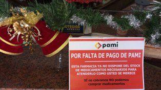Las farmacias de Paraná colocaron los carteles entre los arreglos navideños.