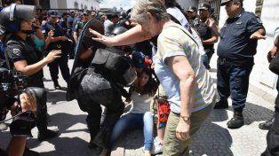 La Policía reprimió a legisladores y dirigentes en Jujuy