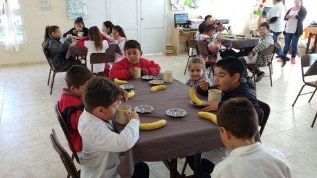 Más de 700 comedores escolares y comunitarios permanecerán abiertos durante el verano