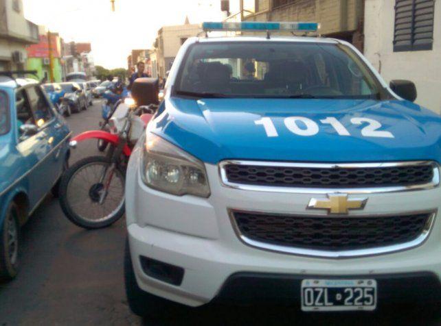 Violento accionar de la policía durante un operativo de tránsito